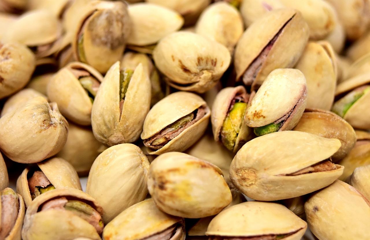7 Essential Home Office Pieces pistachios