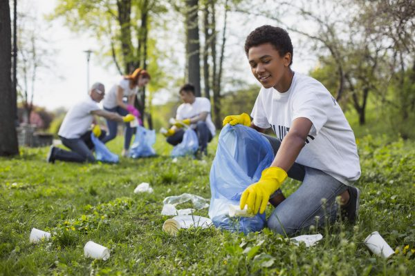 Good Green Deeds: How to Organize a Community Clean Up